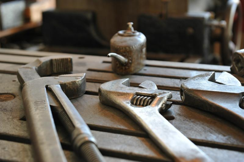 tools, oiling can